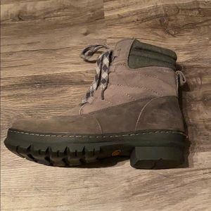 Brand new women's keen boots